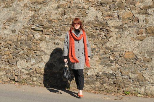 Cappotto a uovo con sciarpa in maglia arancione- Boyfriend coat with orange tricot scarf - personal shopper genova