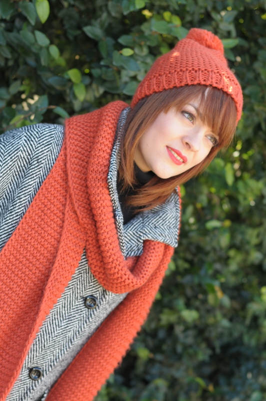 Cappotto a uovo con set in maglia di cappello e sciarpa arancioni- Boyfriend coat with orange tricot hat and scarf - peronal shopper genova